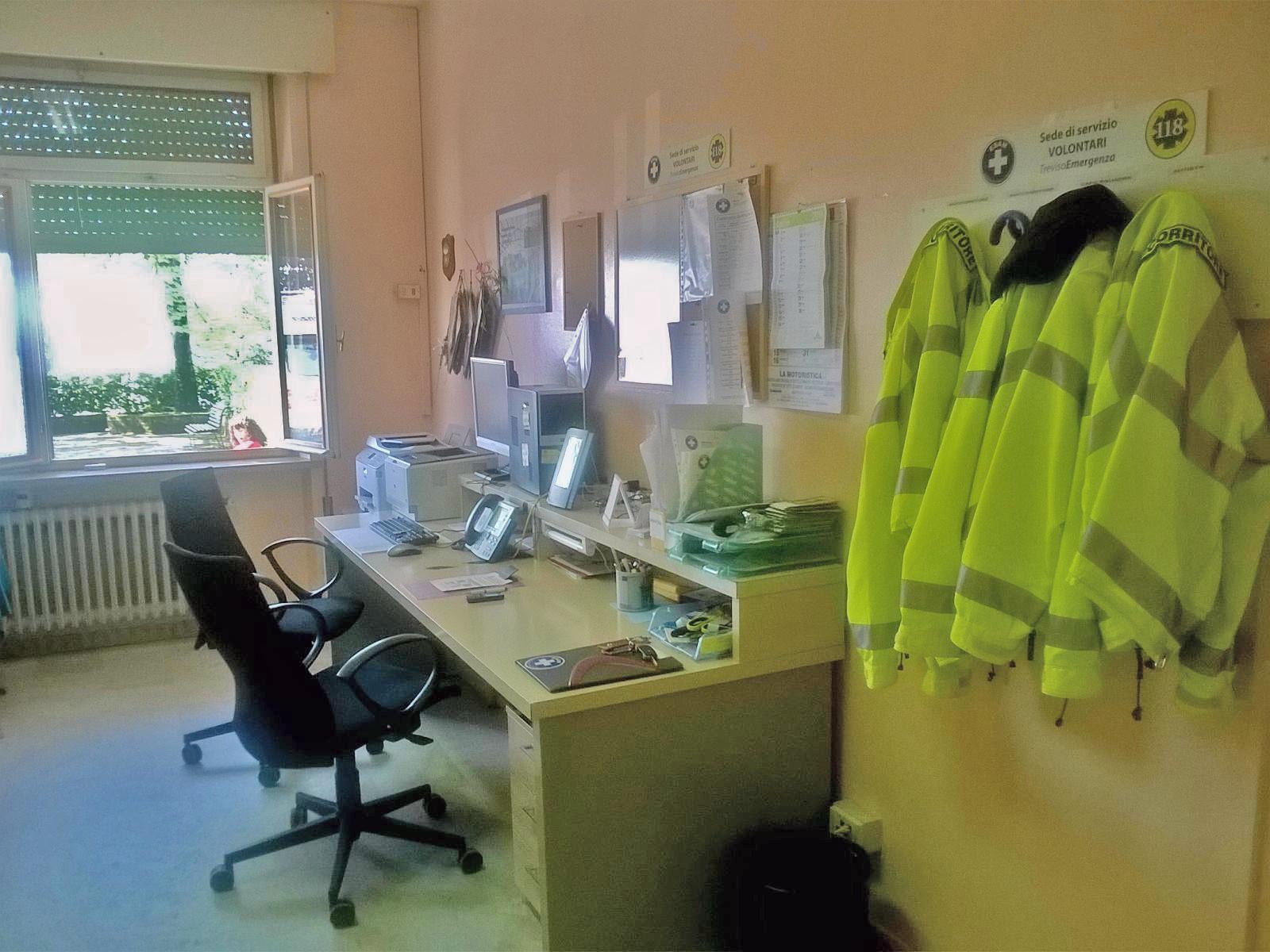 La zona centralino ¨ il cuore della sede dove vengono ricevute le chiamate dalla Centrale Operativa SUEM 118 di Treviso e dove si preparano in pochi minuti